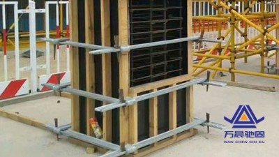 地脚螺栓固定及模板施工