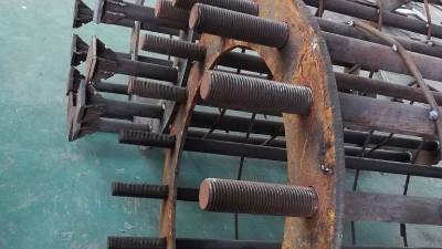 预埋地脚螺栓精确控制施工
