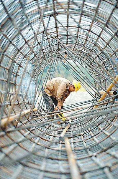 钢结构拉条施工