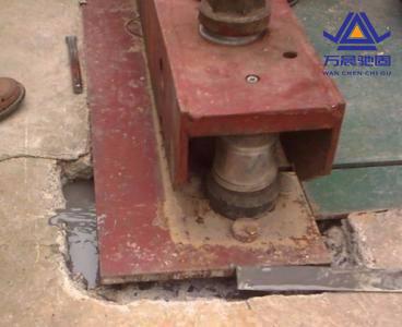 地脚螺栓整体组装及钢丝拉设方法